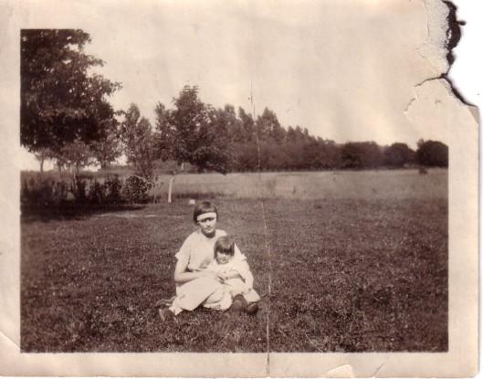 auntmarygrandma_desplaines-circa1922